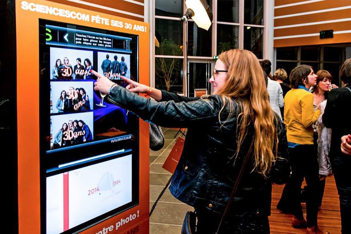Sciences Com - Garnier event - gala et soirée d'entreprise animation photos borne photos photocall tirage photos personnalisation